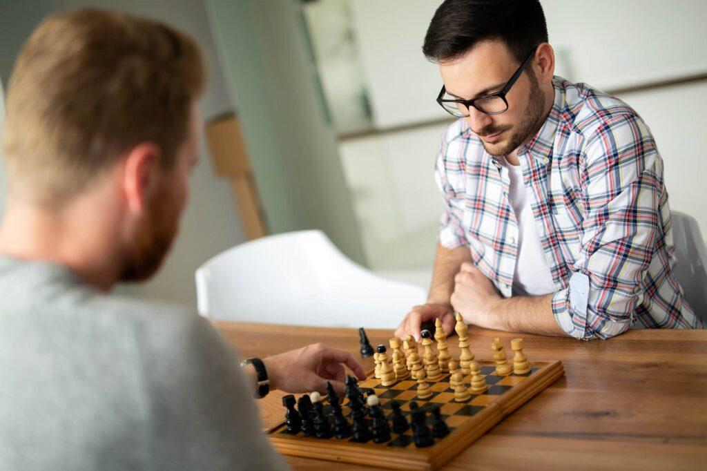 ludzie_grajacy_w_szachy